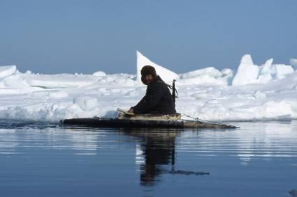 klimawandel die arktis schmilzt und wird gepl ndert indigene v lker leiden unter klimawandel. Black Bedroom Furniture Sets. Home Design Ideas